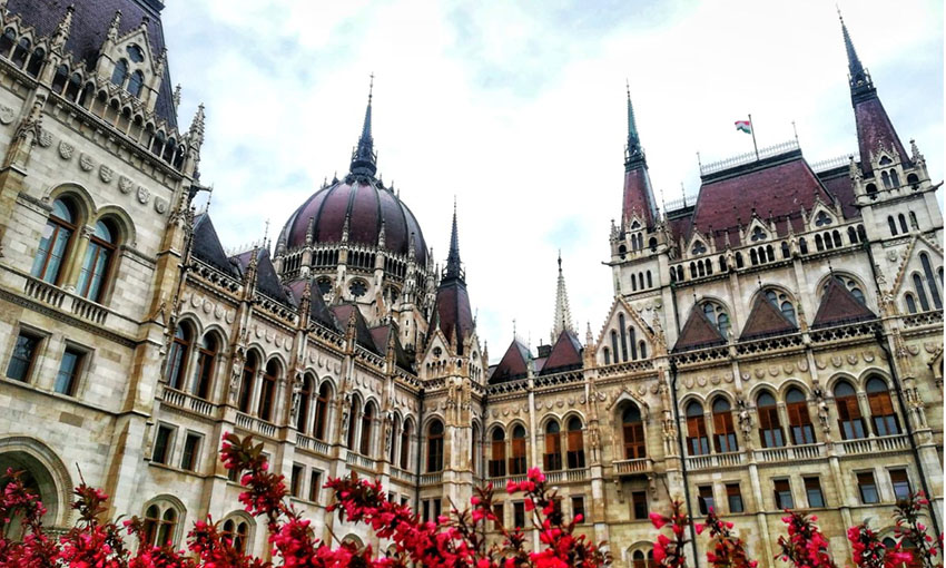 Image of the facade of the Hungarian Parliament building