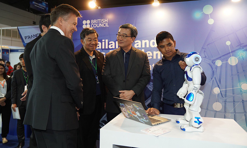 Pawr showing NAO to Andrew Glass, the Thai Minister of Education and other Ministers at the UK booth